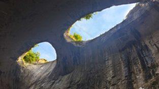 Очите на Бога – пещера Проходна