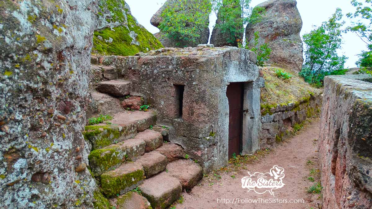 A mysterious entrance inside the Belogradchik fortress Kaleto