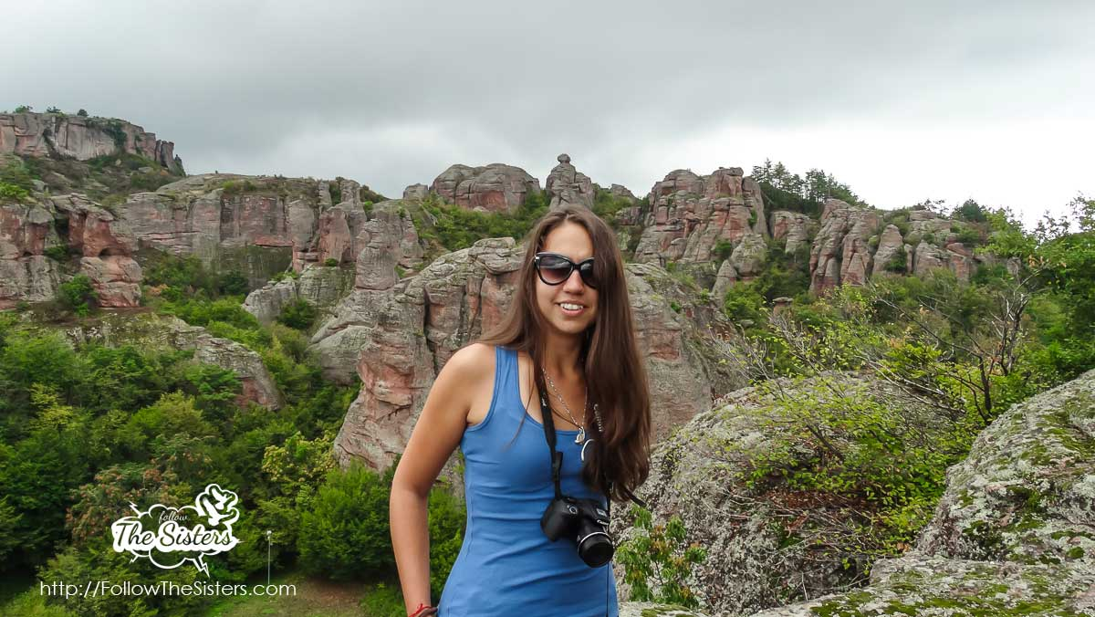 Ellie with the beautiful scenery on the entrance of Belogradchik