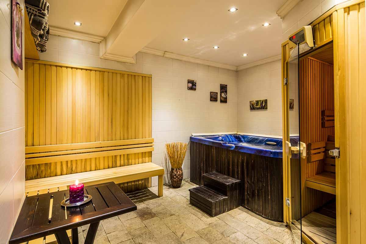 Jacuzzi and sauna in villa Vuchev, Velingrad