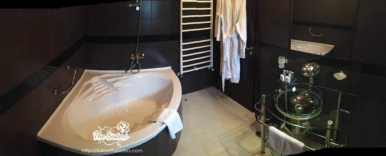 The gorgeous bathroom in villa Vuchev