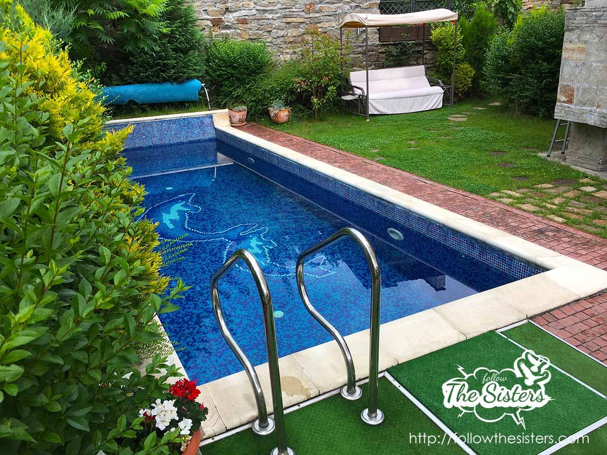 The beautiful petite swimming pool of villa Vuchev